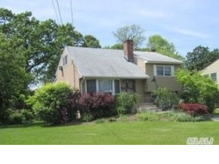 3 BR,  1.50 BTH  Cape cod style home in Brightwaters